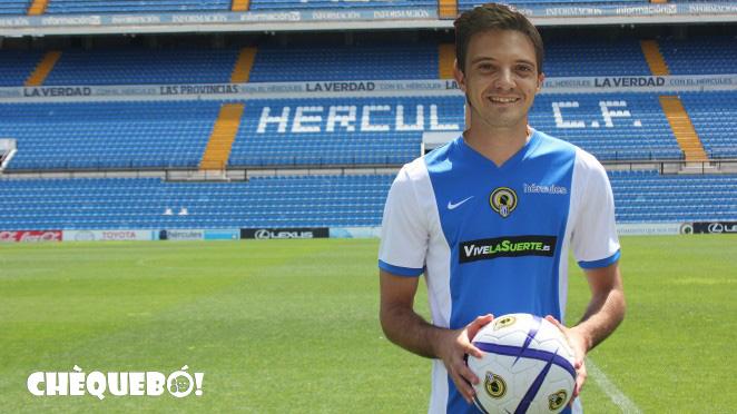 Vicente Buades con la camiseta del Hércules C.F.