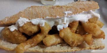 Bocadillo de calamares con mayonesa del bar Aurelio de Alicante.