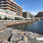 Imagen del espigón de rocas que hay detrás del hotel Meliá de Alicante
